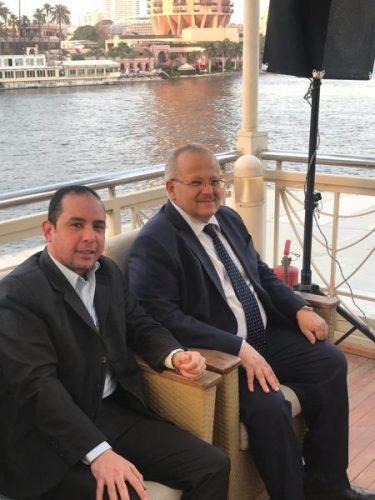 """Photo of بالفيديو.. عياد علي مائدة رئيس جامعة القاهرة """"بروفيسور الإنسانية والعلم"""" في إفطار الصدق والحب"""