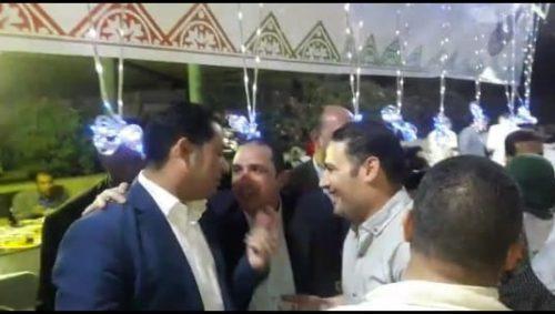صورة في حفل إفطار الهرم.. عياد يداعب الصبيح وراشد.. ومدير معهد ناصر: لا تنسي حفلانا (فيديو)